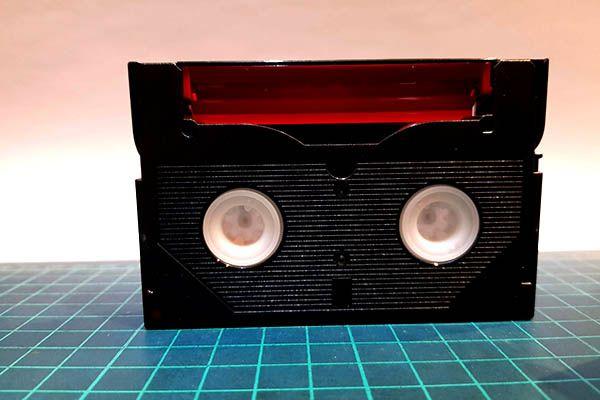 Sony-Hi8-tape-underside